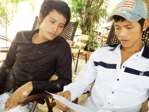 Anh Thạch Mươl và anh Đờ (từ trái qua) là một trong những thanh niên đã bị bắt oan trong vụ án này