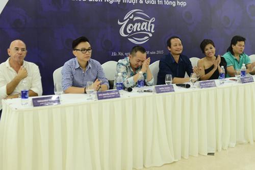 Ekip tham gia dàn dựng chương trình tại buổi họp báo chiều ngày 12/8.