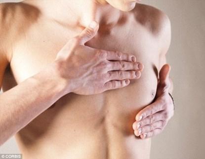 Chàng trai 16 tuổi ngực tiết ra sữa (ảnh minh họa)