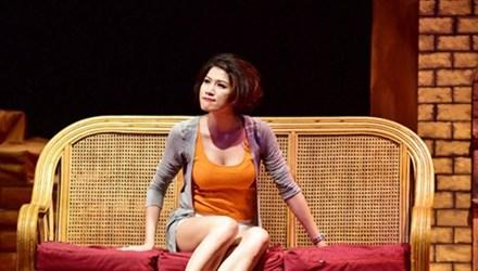 Trang Trần vào vai diễn trong một vở kịch. Ảnh minh họa