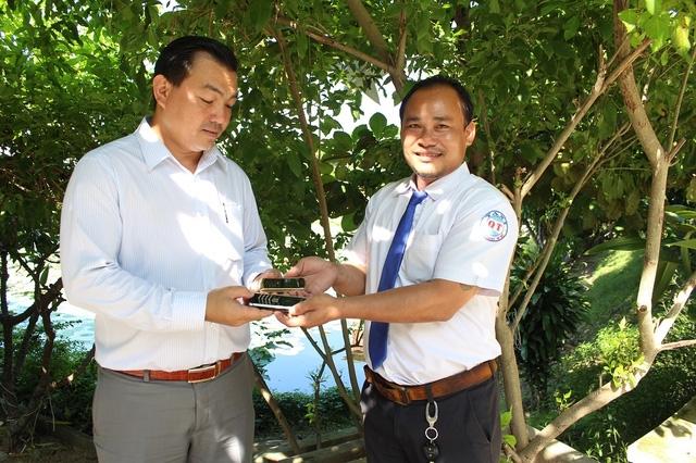 Anh Tuấn trao lại 2 điện thoại Vertu trị giá 40.000 USD cho khách