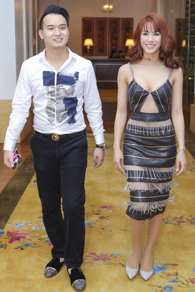 Bạn trai Diệp Lâm Anh (trái) sinh năm 1990, thua cô một tuổi, hiện phụ giúp gia đình kinh doanh. Ở nhà cô được mọi người gọi thân mật là Cún.