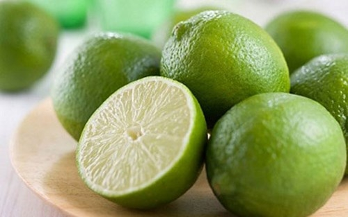 Tinh chất chanh tươi giúp món ăn của bạn bớt mặn hơn.