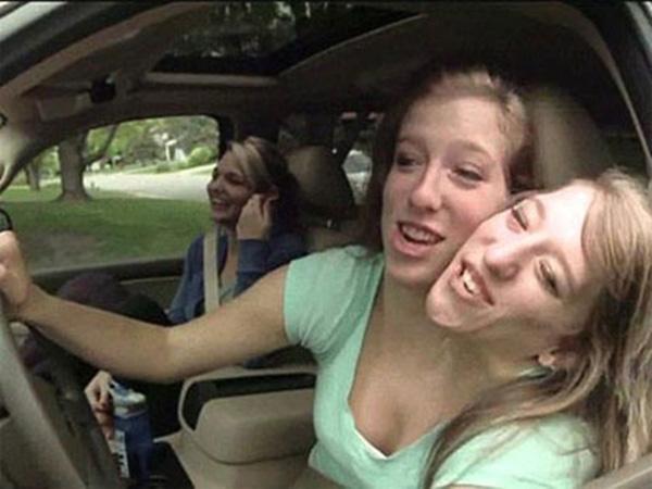Họ cùng nhau chạy xe hơi…(Ảnh: Internet)