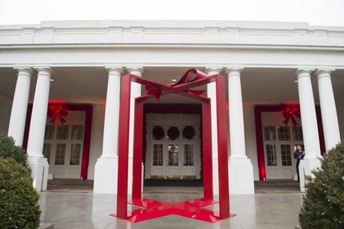 ... và một khung đỏ biểu tượng cho món quà.