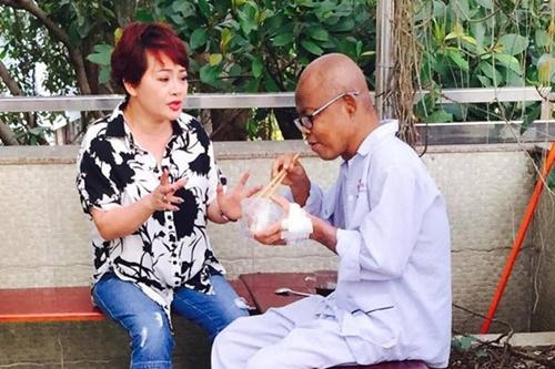 Khi cố nghệ sĩ Hán Văn Tình điều trị tại bệnh viện, nghệ sĩ Trà My là người thường xuyên qua thăm hỏi, động viên