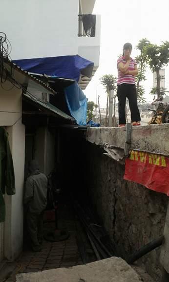 Cốt nền nhà 39 tổ 5 cách mặt đường Trần Khát Chân 2,2 m.