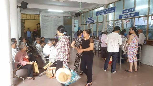 Hàng ngày, Bệnh viện Đa khoa tỉnh Nam Định tiếp đón rất đông bệnh nhân đến khám, chữa bệnh.