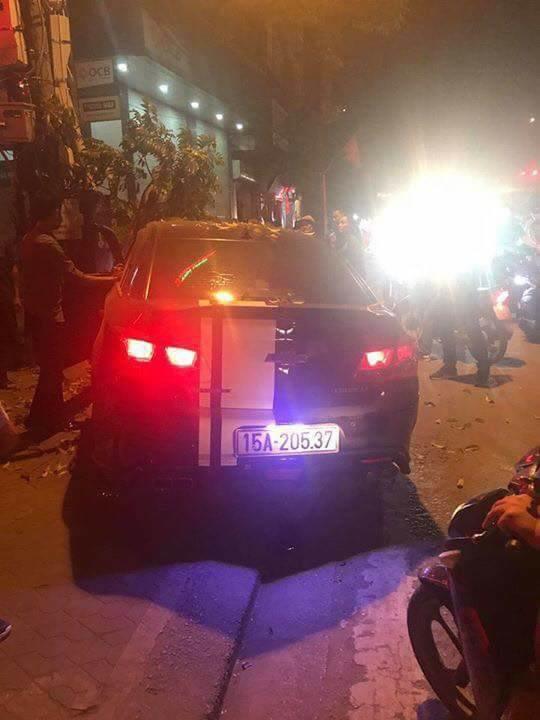 Sau khi gây tai nạn, lái xe điều khiển xe bỏ trốn tại hiện trường.