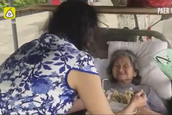 Người đàn ông hy sinh hạnh phúc cá nhân đóng giả em gái làm vui lòng mẹ già.