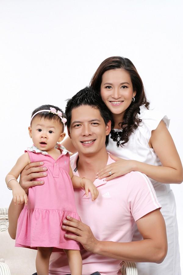 Kết hôn xong, cả hai đã quyết định có con ngay và bé An Nhiên chính là trái ngọt tình yêu đầu tiên của cặp đôi.