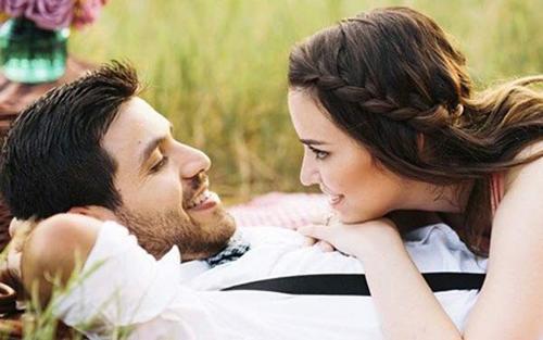 Dâu trẻ hốt hoảng vì tuần trăng mật mà em chồng cứ đòi đi cùng