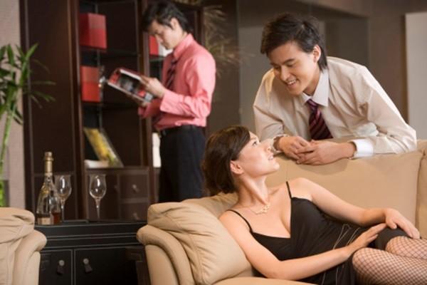 Phụ nữ thường ngoại tình vì bị bỏ rơi, bị cô đơn hoặc bị chồng làm tổn thương. Ảnh minh họa