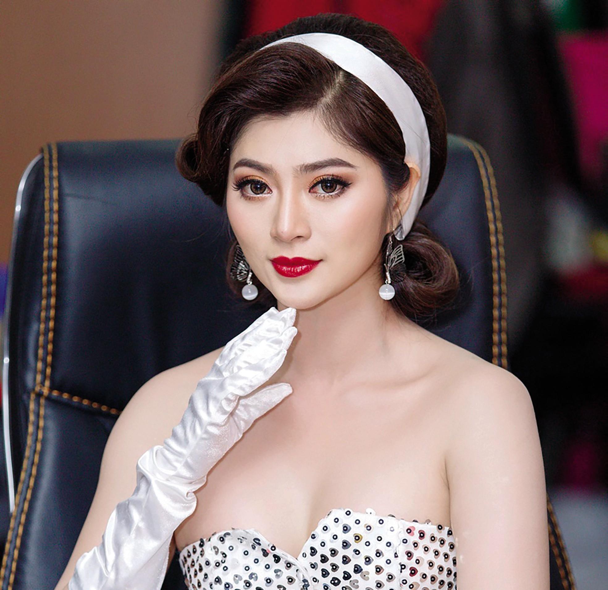 Nhan sắc xinh đẹp của diễn viên nữ ấn tượng Hồng Diễm