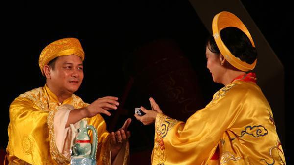 NSND Anh Tú trong một vở diễn của Nhà hát Kịch Hà Nội.