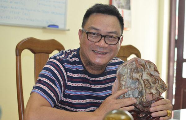 Ngoài công việc, nghệ sĩ Anh Tú còn có thú chơi sưu tầm đá cảnh.