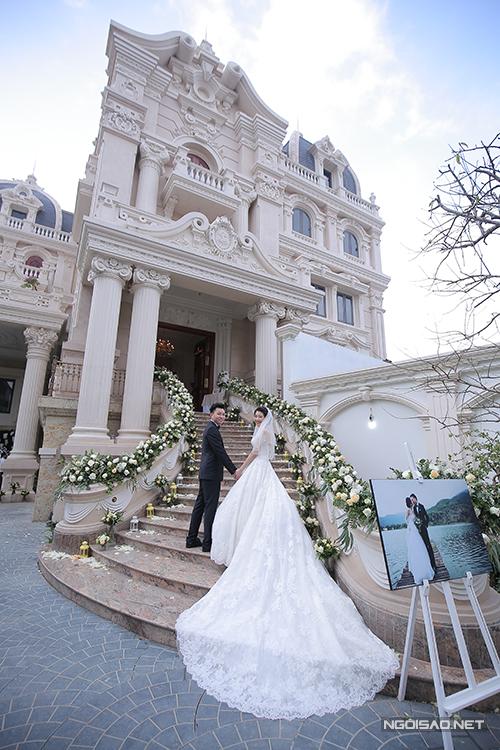Ngày 14/12 vừa qua, lễ thành hôn của cặp đôi Thanh Tùng - Ngọc Trâm được tổ chức ở nhà riêng của chú rể tại Nam Định. Tiệc mừng đám cưới diễn ra vào buổi tối cùng ngày.