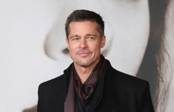 Brad Pitt bị sụt cân nghiêm trọng sau khi Angelina Jolie đệ đơn xin ly hôn.