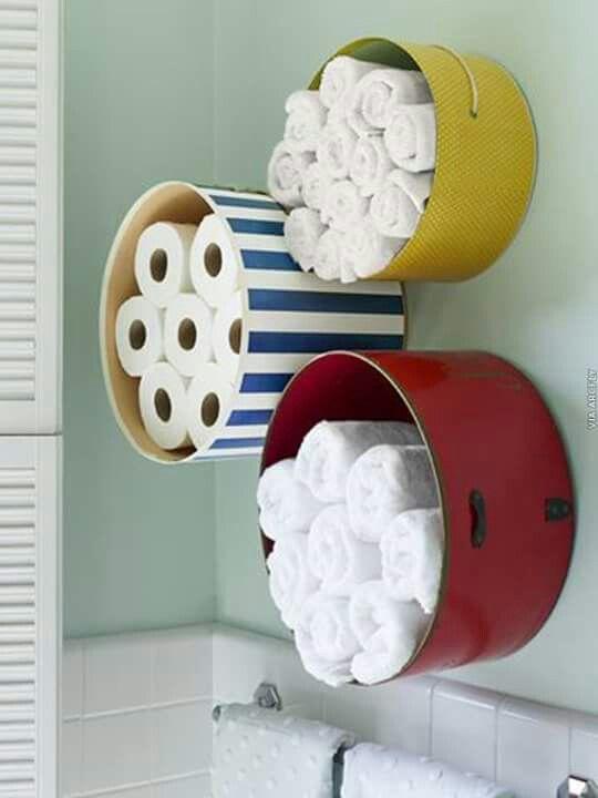 Những chiếc kệ này trong phòng tắm sẽ giúp bạn để khăn tắm và giấy vệ sinh không chỉ đẹp mà còn vô cùng tiện lợi.