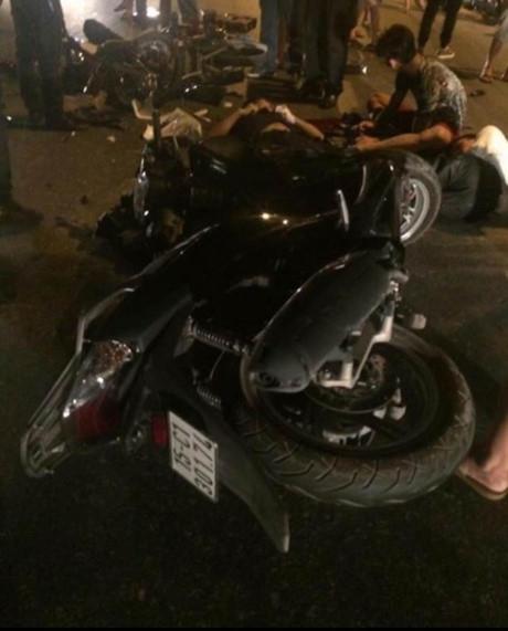 Đêm 20/4, tại quận An Dương (TP Hải Phòng) xảy ra 1 vụ tai nạn nghiêm trọng khiến ít nhất 2 người tử vong.