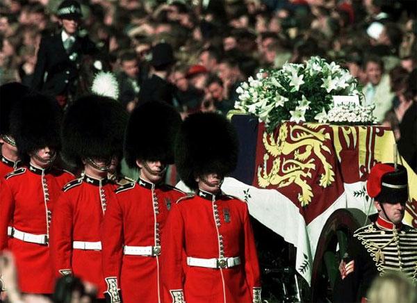 Linh cữu Diana được bảo vệ nghiêm ngặt trong tang lễ. Ảnh: News Corp Australia.