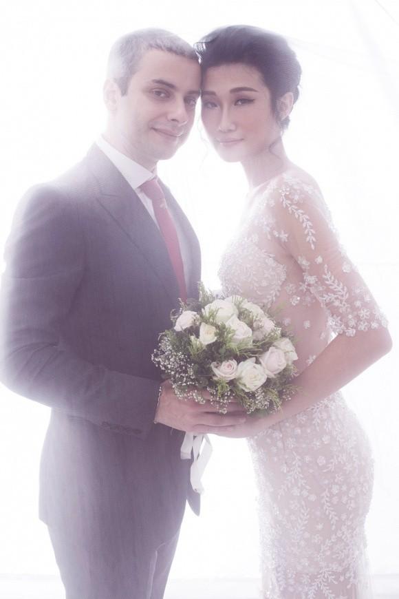 Kha Mỹ Vân hạnh phúc, rạng rỡ trong loạt ảnh cưới với chồng ngoại quốc