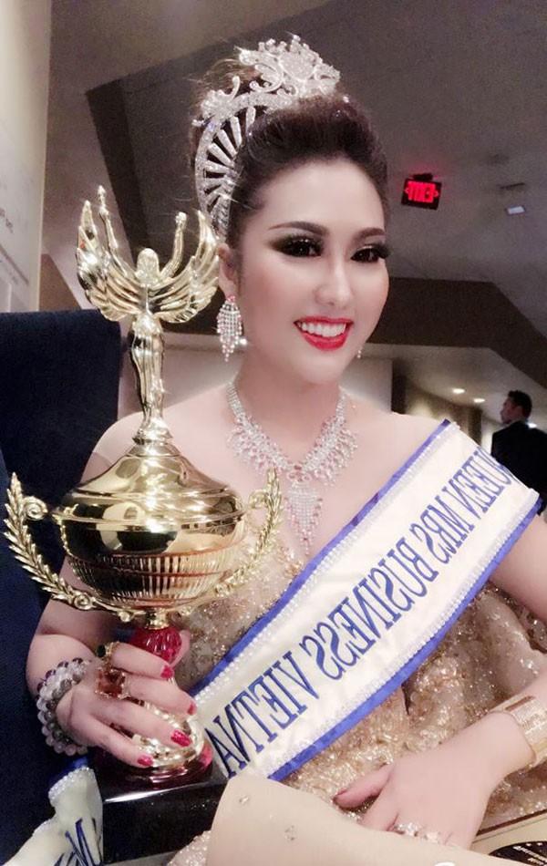 Phi Thanh Vân gây tranh cãi khi đăng quang Hoa hậu doanh nhân gốc Việt ở Mỹ.