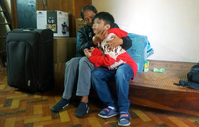 Cháu K. bị chính bố ruột bạo hành trong một thời gian dài và không được đến trường hơn 1 năm nay.