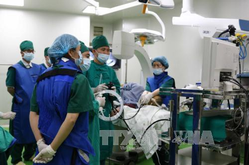 Tiến hành kỹ thuật đặt stent thực quản qua nội soi cho bệnh nhân ung thư thực quản giai đoạn cuối tại Bệnh viện Đa khoa tỉnh Bắc Ninh.