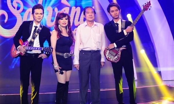 Lần hiếm hoi gia đình Quốc Dũng - Bảo Yến đứng chung sân khấu trong đêm nhạc tôn vinh nhạc sĩ tài hoa.