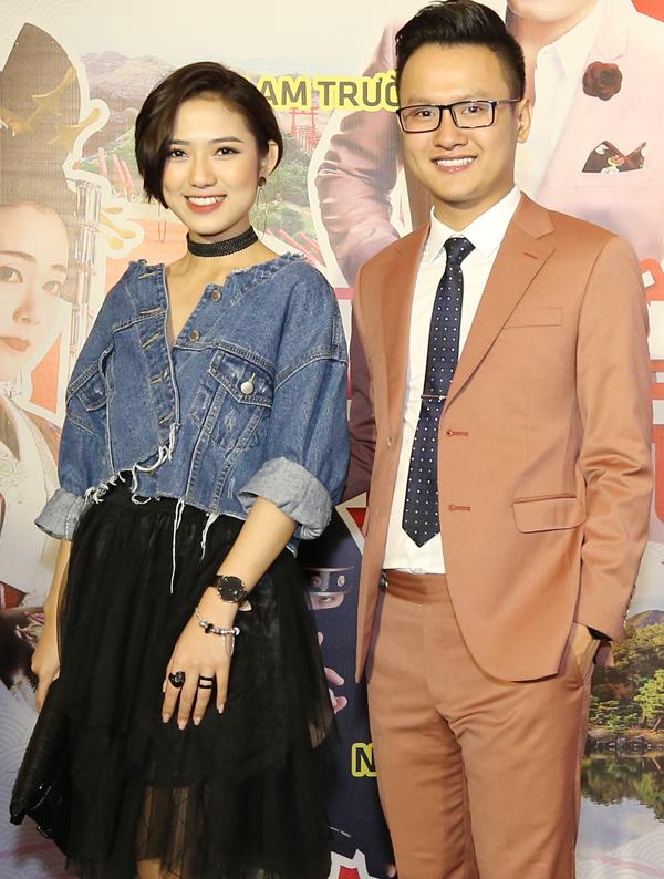 Cô rạng rỡ chụp ảnh cùng một khách mời trong sự kiện. Trang Cherry cho biết cô mới có chuyến đi Nhật dài ngày thực hiện một chương trình truyền hình thực tế.