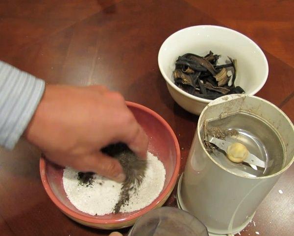 Hỗn hợp từ bột vỏ chuối khô và bột vỏ trứng là nguồn cung cấp kali và canxi hữu ích cho cây trồng