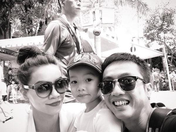 Hình ảnh hạnh phúc Hà Hồ bên con trai và chồng cũ