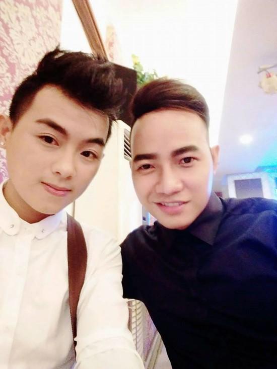 Ca sĩ Gia Khang (trái) và Chí Ngôn (phải) thành lập nhóm nhạc ATA vào khoảng năm 2012.