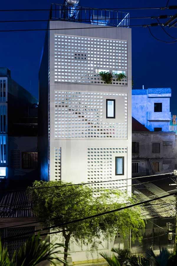 Bức tường gạch thông gió vừa tạo tính thẩm mỹ, giúp nhà thoáng đãng,...