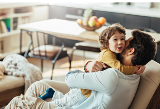 Áp lực tâm lý và kinh tế có thể ảnh hưởng tới sức khỏe và tuổi thọ của những người làm cha khi còn quá trẻ