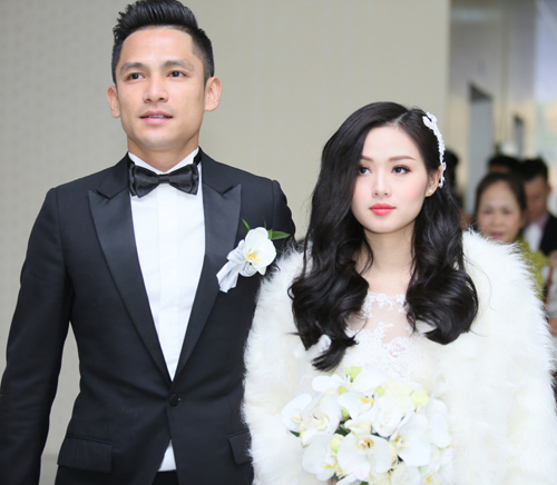 Hot girl Tâm Tít bên chồng trong ngày cưới.