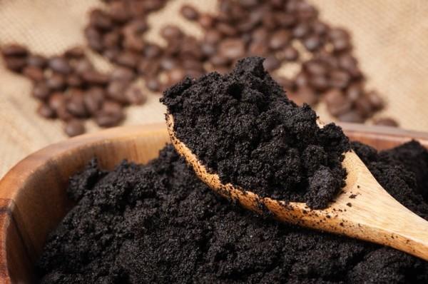 Bã cà phê là loại phân bón tuyệt vời cho đất vườn nhà bạn