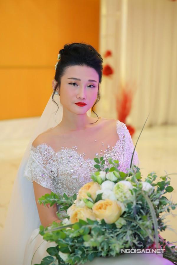 Khi về Việt Nam tổ chức tiệc cưới, Kha Mỹ Vân đã chọn các trang phục của nhà thiết kế Trương Thanh Hải để thực hiện bộ ảnh cưới và sử dụng trong tiệc chiêu đãi.