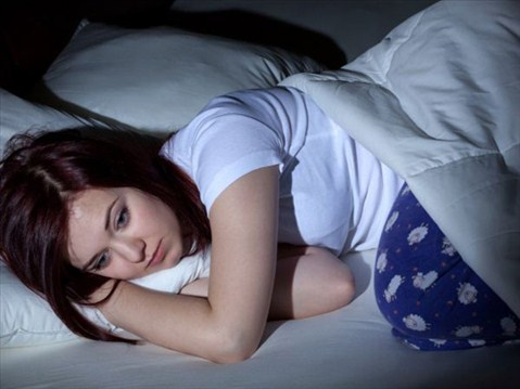 Nếu bạn có những chuyển động như cú đá chân, trườn người vặn vẹo phải trái liên tục rất có thể bạn đang bị rối loạn giấc ngủ.