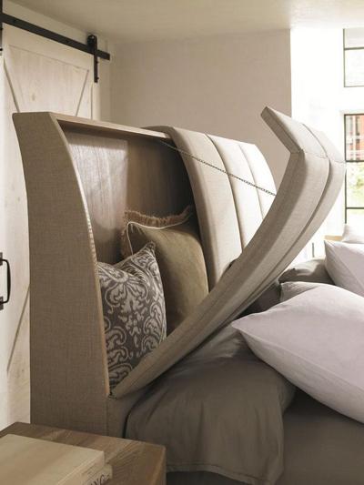 Chiếc giường liền khối nhưng có phần đầu giường có thể đóng mở.