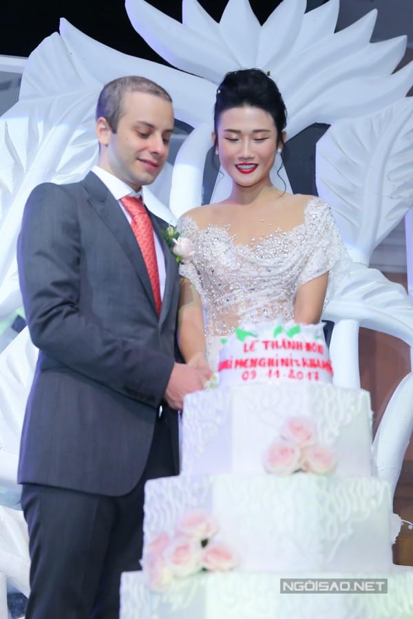 Đám cưới của Kha Mỹ Vân được tổ chức trong không gian sang trọng và ấm cúng của một nhà hàng tiệc cưới thuộc Q5, TP HCM.