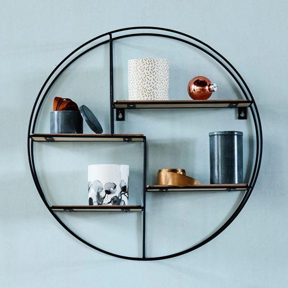 Thiết kế vô cùng đơn giản từ gỗ và những sợi dây thép, bạn sẽ có ngay 1 kệ tròn tiện dụng và tinh tế.