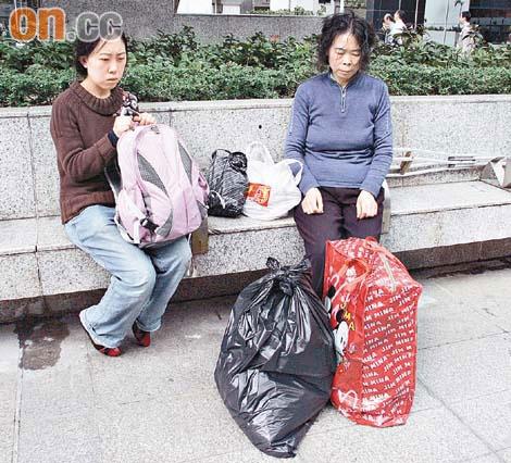 Sau khi cha mất, Dương Lệ Quyên và mẹ sống lay lất ở Hong Kong một thời gian rồi quay về quê nhà làm lại từ đầu. (Ảnh: Internet)