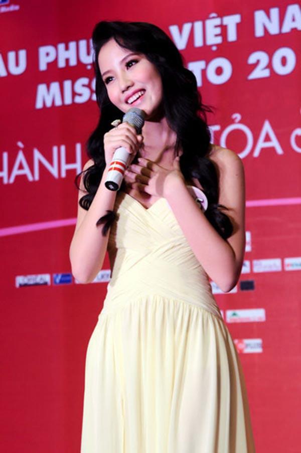 Primmy Trương trong cuộc thi cuộc thi Hoa hậu Phụ nữ Việt Nam qua ảnh.