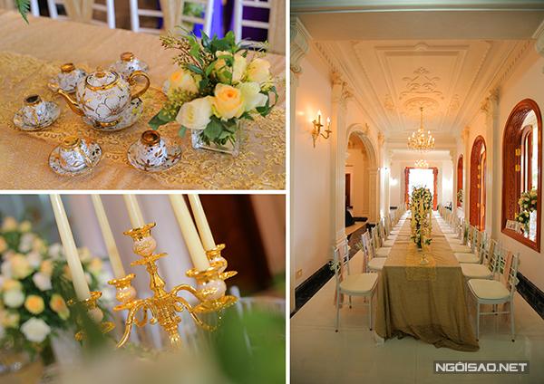 Đôi uyên ương chăm chút tỉ mỉ cho từng chi tiết trên bàn tiệc. Bộ ấm chén uống trà, khay đựng bánh, tháp nến đều mạ vàng.