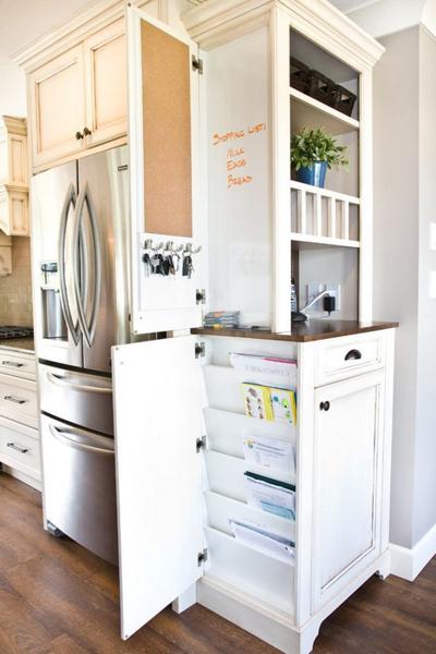 Bạn có thể cất chìa khóa, giấy tờ ở bên cạnh của tủ bếp.