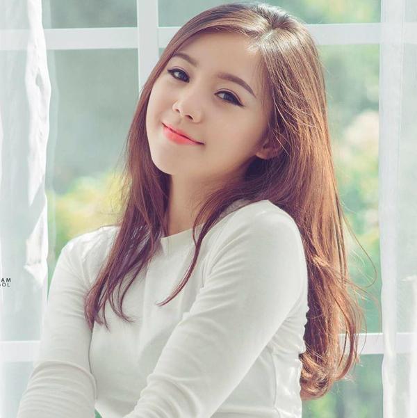 Quỳnh Kool vốn là một hot girl nổi tiếng với gần hàng trăm nghìn lượt theo dõi trên mạng xã hội. Trước khi tham gia Đi qua mùa hạ, cô được nhiều người biết đến qua series Loa phường, Kem xôi trên Youtube.