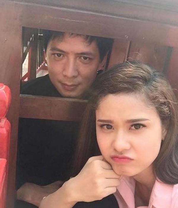 Bình Minh và Trương Quỳnh Anh ở hậu trường phim Thề không gục ngã.