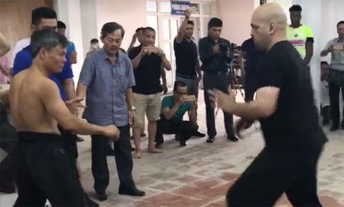 Hình ảnh giao đấu của võ sư Bảo Châu và cao thủ Vịnh Xuân Pierre Fracois chiều 12/7.